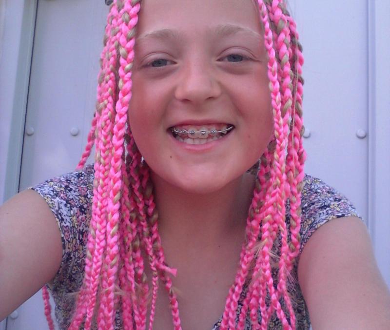 Jeg prøver en ny frisure med pink hår